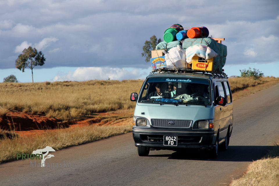 Ein Sammeltaxi für die geteerten Strassen. Dies ist der übliche Transportweg der Madagassen für Überlandfahrten.