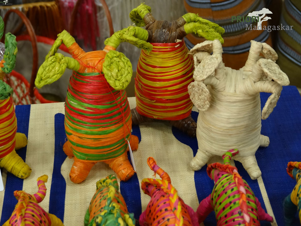 Rafia-Baobab-Handwerk-Souvenirs-Madagaskar-PRIORI-Reisen