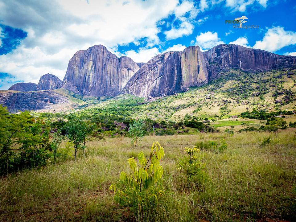 Andringitra-Nationalpark-Tsaranoro-Tal-Madagaskar