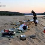 Camping während einer Flussfahrt auf dem Tsiribihina.