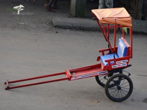 Pousse-Pousse-Transport-Ziehwagen-Madagaskar-PRIORI-Reisen