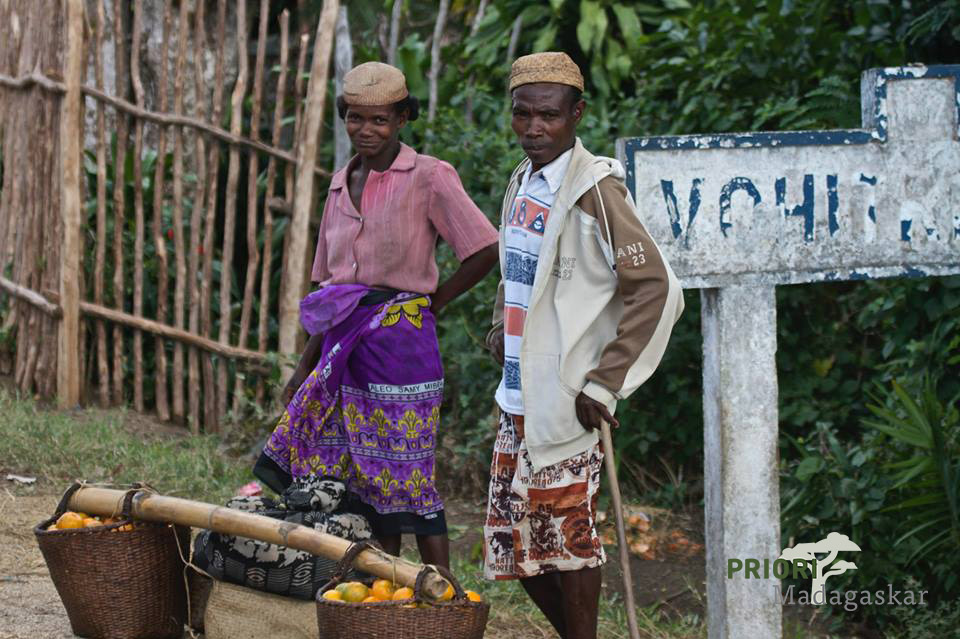 Madagaskar-Ostküste_Bauern-mit-Mandarinen