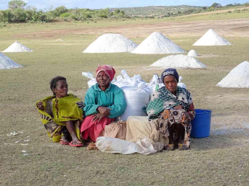 das tote meer in madagaskar: salzpyramiden