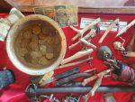 Relikte vergangener Zeiten im Mozea Akiba Museum, Mahajanga, Madagaskar