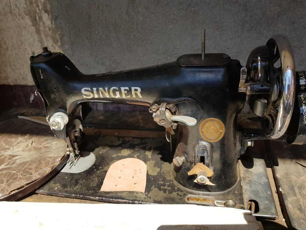 Schuhmanufaktur in Madagaskar: Singer-Nähmaschine zur Herstellung von Schuhen