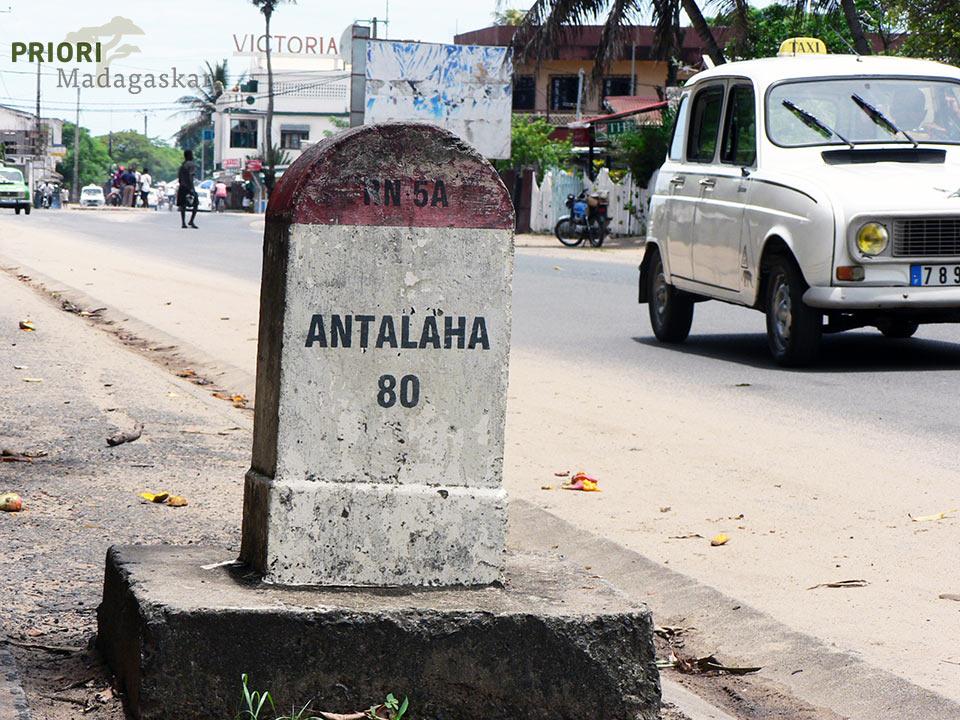 Strassenschild in Sambava